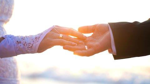 身だしなみに言葉遣い…既婚者に聞いた「親への挨拶」を乗り越えるコツ