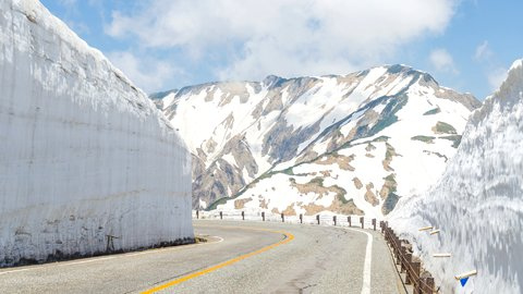 絶景の雪の壁。春に見ごろを迎える、日本全国の美しき「雪の回廊」5選