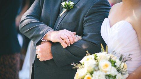 私たち、結婚します。大事な「結婚報告」一番に伝えたいのは誰?