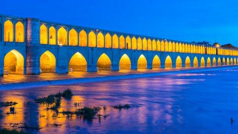 渡るだけじゃつまらない。歴史を美しく彩る世界の「絶景橋」8選