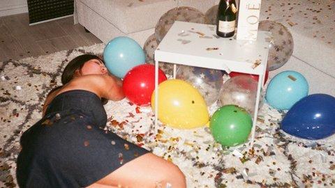やばい!ノリでシちゃったけど…海外の「誕生日」の祝い方