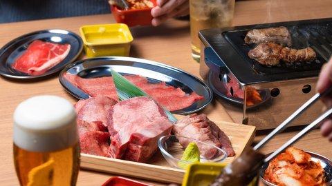贅沢な分厚さがたまらん!驚愕コスパの「仙台牛タン食べ放題」新オープン