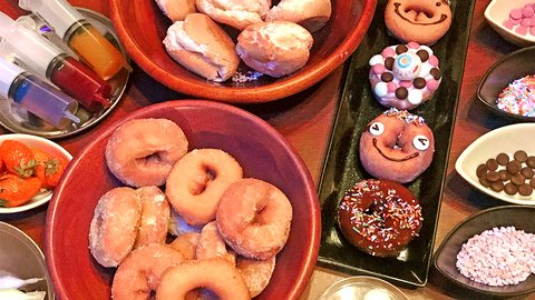 神コスパ1,580円で「ドーナツ」食べ放題!無料トッピング&チョコフォンデュ付き