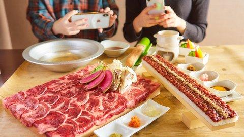 牛タンしゃぶしゃぶ食べ放題3,850円も!期間限定で絶品「馬すき焼き」が半額に