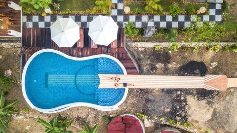 これ、泳げるの!?一生に一度は行ってみたい世界のユニークな「プール」5選