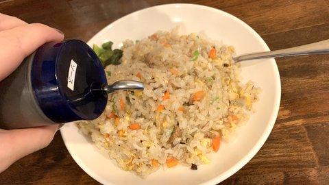 【愛媛県】焼き飯にウスターソースをかけるのは、うちの地元だけですか?