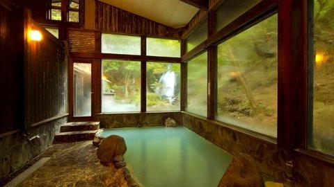季節限定の絶景湯も。暑い夏こそ入りたくなる、大分県「冷泉・ぬる湯」温泉5選