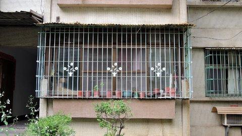 レトロな「窓」がカワイイ。台湾を彩る「鉄窓花」に魅せられた女性