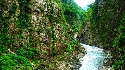 美しすぎる、ド迫力の絶景。世界の神秘的な「渓谷・峡谷」10選