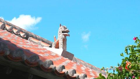屋根の上の個性派シーサーを探して。古き良き風情を残す「竹富島」