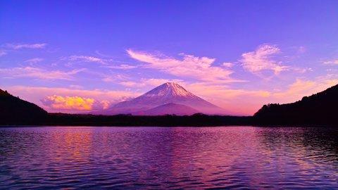 富士山とのコントラストも。絶景「富士五湖」の魅力と春夏秋冬の楽しみ方